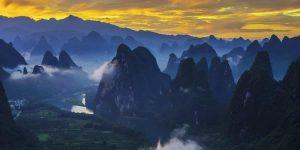 mountains-and-the-li-river-near-xianggongshan-mountain-in-yangshuo