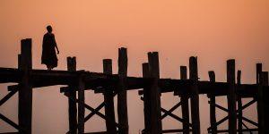 u-bein-bridge-in-amarapura-in-madalay-at-sunset