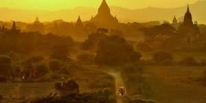 sunset-over-the=plains-of-bagan-with-pagodas