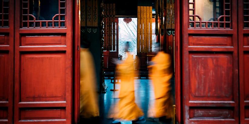 monks-chanting-in-circle-at-qixia-temple-nanjing