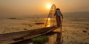 fisherman-in-inle-lake-at-sunset
