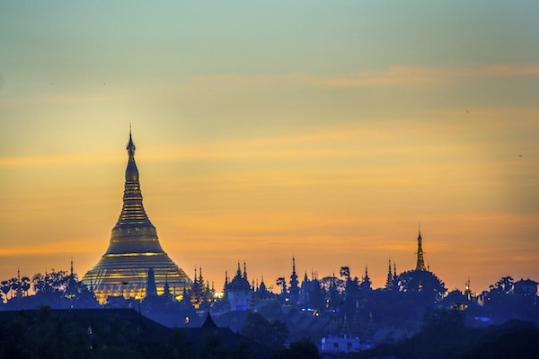 shwedagon-pagoda-at-sunset