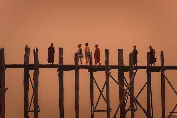 u-bein-bridge-at-sunset