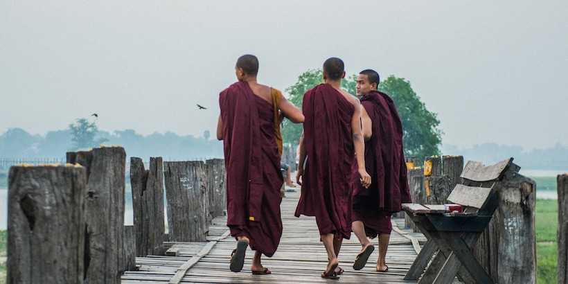 monks-walking-on-u-bein-bridge