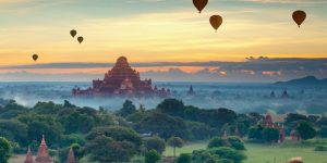 sunrise-in-bagan-with-balloons