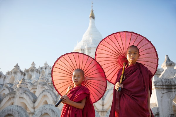 novices-at-hsinbyume-pagoda