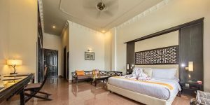 deluxe-double-room-at-white-mansion-in-phnom-penh