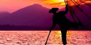 fisherman-at-sunset-in-inle-lake