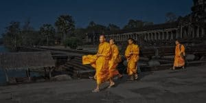 monks-walking-in-angkor-wat