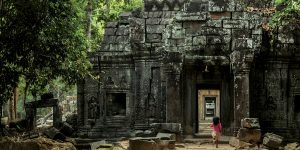 little-girl-and-temple-ruins-in-angkor-wat