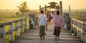 locals-walking-on-u-bein-bridge-in-amarapura