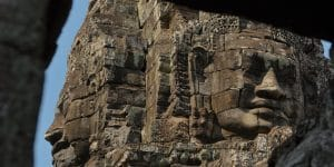 stone-faces-of-mysterious-smile-at-bayon-temple