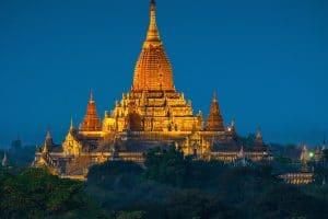 ananda-pagoda-at-night