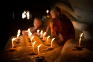 novices-with-candles-at-shwezigon-pagoda
