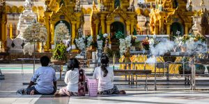 prayers-at-shwedagon-pagoda-in-yangon