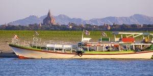 boating-along-the-river-near-bagan