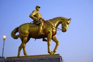 statue-of-general-aung-san