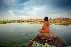 a-kid-on-a-boat-in-tonle-sap-lake