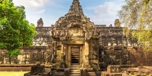 bakong-temple-in-rolous-group