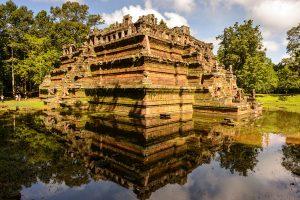 phimeanakas-temple-inside-angkor-thom