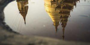 reflection-of-shwezigon-pagoda