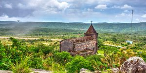 ruined-catholic-church-on-the-top-of-phnom-bokor