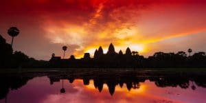 sunrise-at-the-gate-of-angkor-wat-in-siem-reap